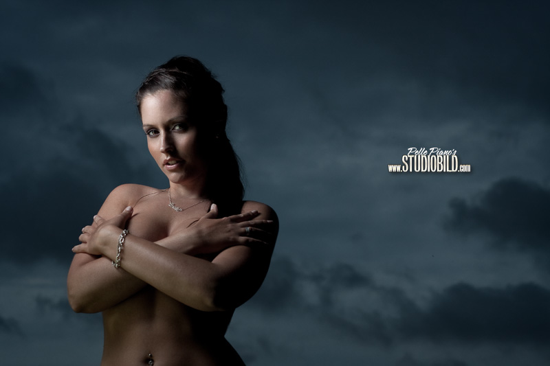IMAGE: http://www.lutzimages.com/thread_images/emelie/arms_crossed_800.jpg