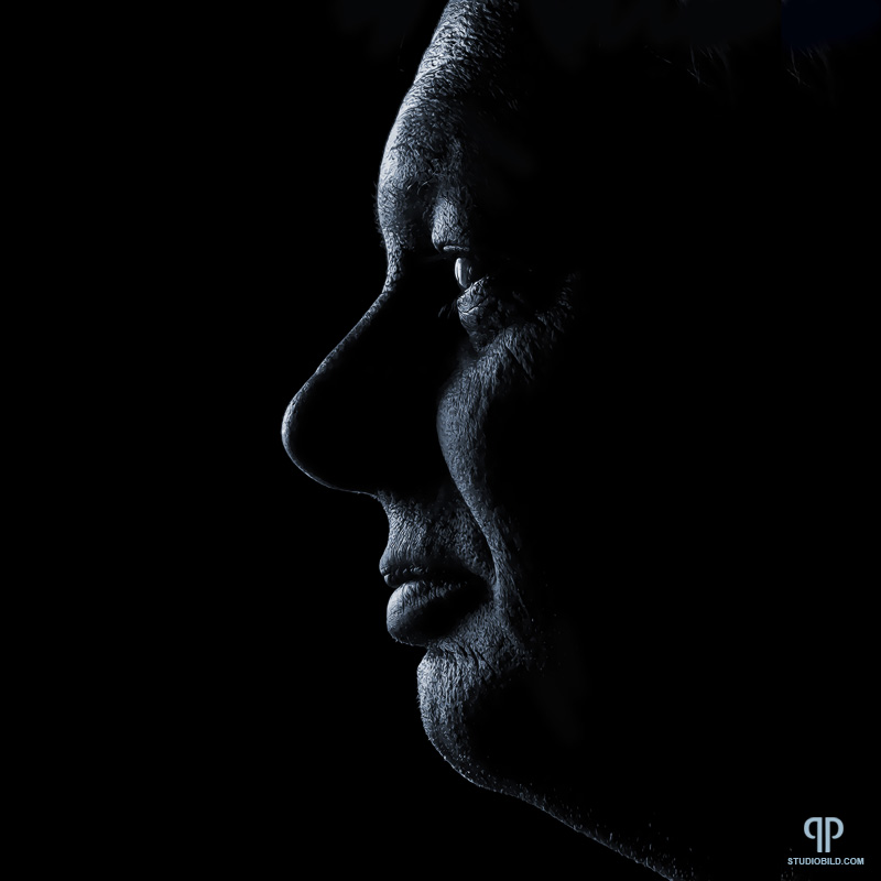 IMAGE: http://www.lutzimages.com/thread_images/mats_the_artist/stone_face_middle_blue_800.jpg